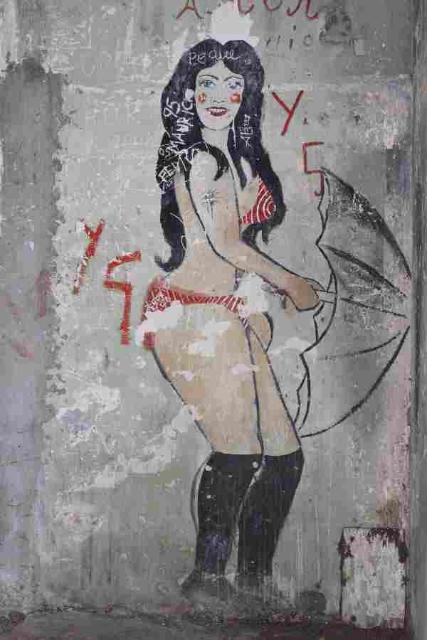 san_lucas_prison_graffiti_red_bikini
