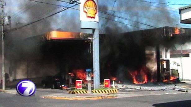 157364_explosion-incendio-bomba-shell-280113