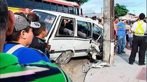 159722_accidente_carro_poste_240213