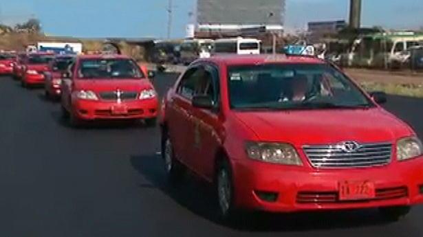 163033_taxistas-protesta-alajuela-020413