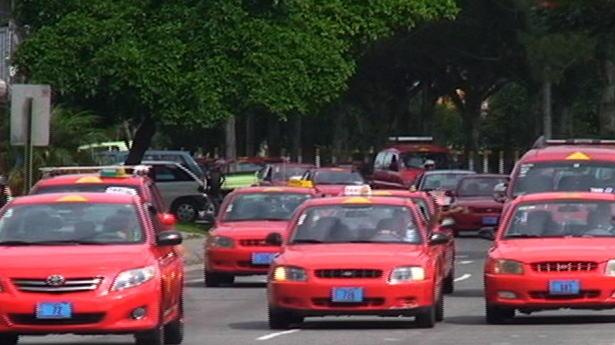 163064_taxistas-protesta-040213