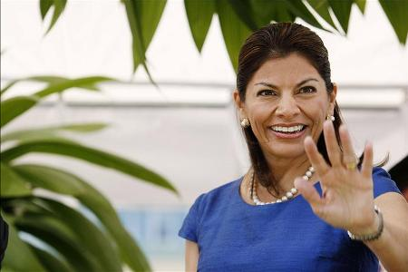 Presidenta Chinchilla Leaves Suddenly For Peru