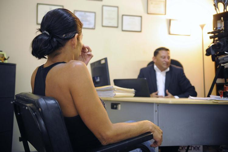 Yesenia Valero Vargas sits in her lawyer's office while bein interviewed by La Nacion. Photo: EYLEEN VARGAS