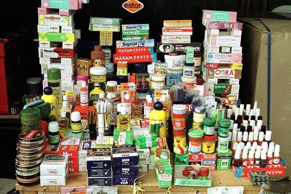 100952420-fraudulent medicines.600x400