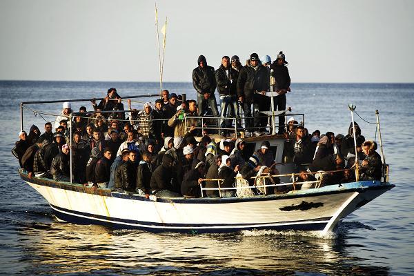 100952432-illegal immigrants.600x400