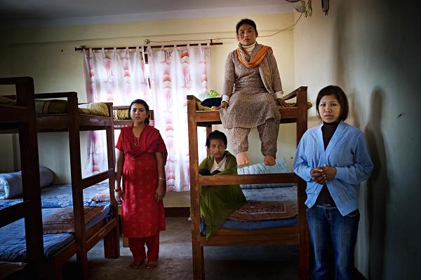 100955931-Nepal shelter.600x400