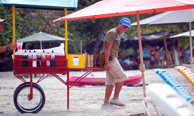 A-boy-sells-snow-cones-at-the-beach-in-Costa-Rica
