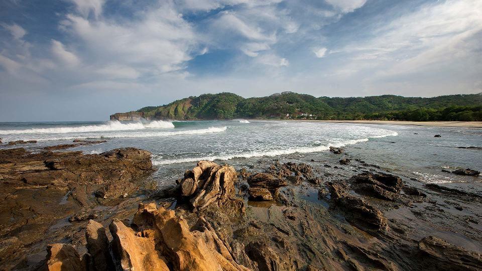 nicaragua-landscape_shorelinewavescrashing_01_