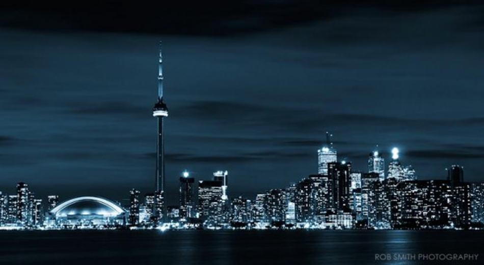 toronto-skyline-at-night-e1323952503281