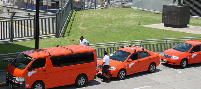While taxis in Costa Rica are red, airport taxis are orange coloured. Archive photo.