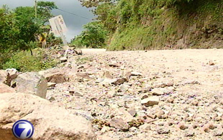 Tourists and residents of Monteverde have to battle an18 km of road of rocks and gravel road