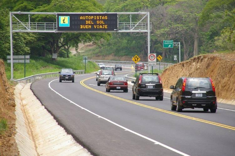 """The San José - Caldera is now the """"deadliest"""" highway."""