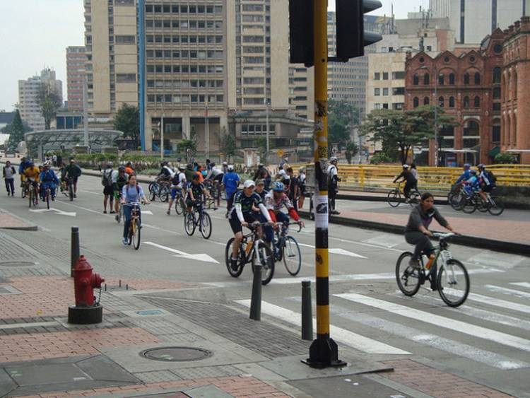 Bogotá is famous for its vast network of bike lanes. Credit: Helda Martínez/IPS