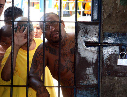 nvestigations have identified extortions carried out from inside prisons in Central America and Mexico. Above, members of the Barrio 18 gang are incarcerated in the prison of Izalco in the department of Sonsonate, El Salvador. (Francisco Campos for Infosurhoy.com)
