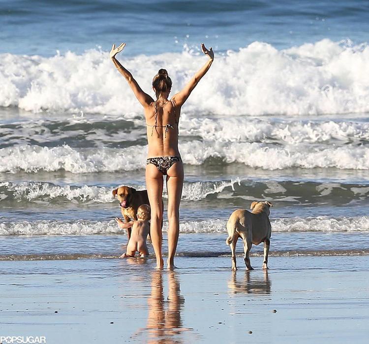 Gisele-Bundchen-Wearing-Bikini-Costa-Ricas
