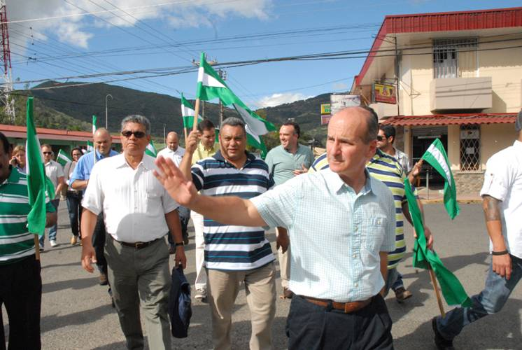 """Former president Figueres hitting the campaign trail in support of his party, """"the best party"""".  Foto: PLN"""