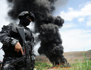 Panamanian authorities incinerate some of the 41 metric tons of narcotics they seized in 2013. A new aeronaval base will reinforce the security work being carried out by police in the central province of Coclé to fight narco-trafficking. (Rodrigo Arangua/AFP)