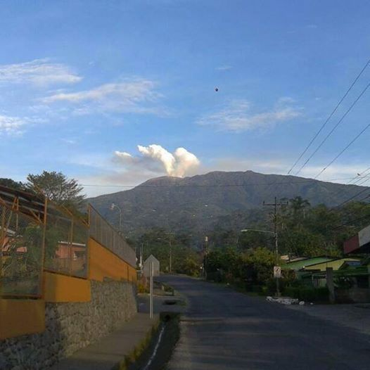 Melvin Coto snapped this photo in the early morning of October 17, 2013, in Santa Rosa de Turrialba.