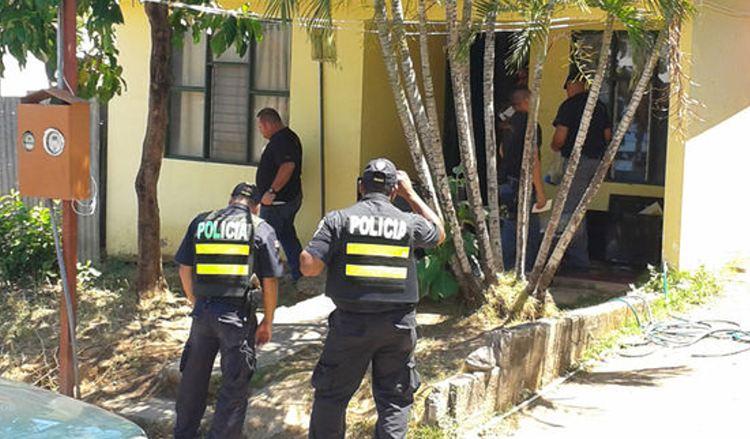 Agentes del OIJ de Cañas, con el apoyo de autoridades de otros puntos de Guanacaste y de San José, realizaron allanamientos en las viviendas de los sospechosos ayer, en horas de la mañana, en ese cantón.   JULIO SEGURA.