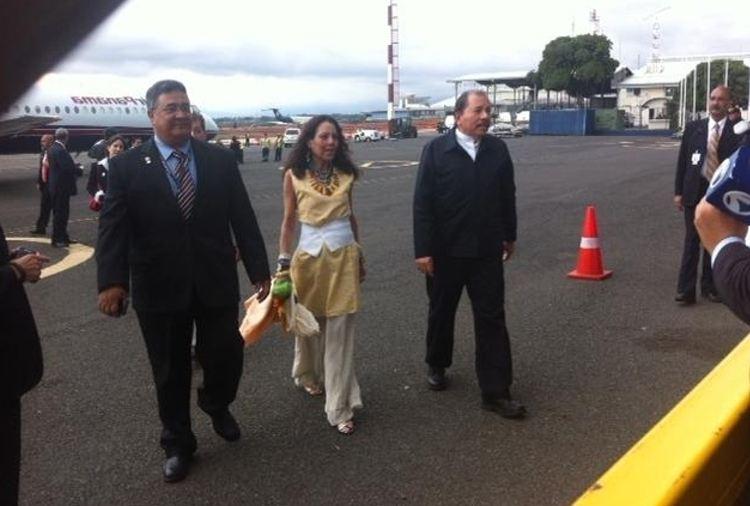 Ortega arriving in Costa Rica last May for the visit of US president Barack Obama.