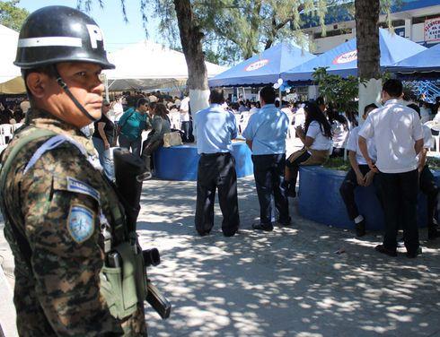 El Salvador: Authorities seek to eradicate drug use in schools