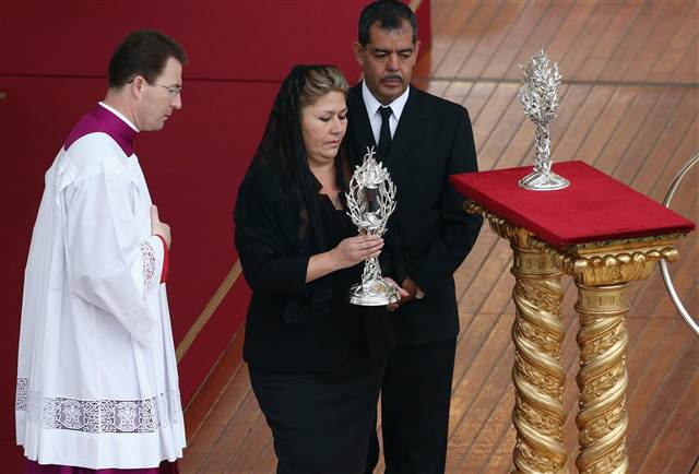 Costa Rican Floribeth Mora holds the relic of Pope John Paul II during his canonization Mass at St Peter's on April 27,2014 in Vatican City, Vatican.