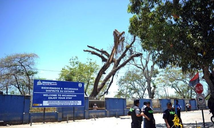 The Nicaragua - Costa Rica border at Peñas Blancas.