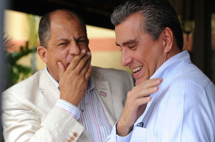 President-elect Luis Guillermo Solís hams it up with legislator-elect Otto Guevara | Photo:  ALBERT MARÍN.