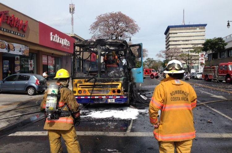 bus-fire-paseo-colon0375