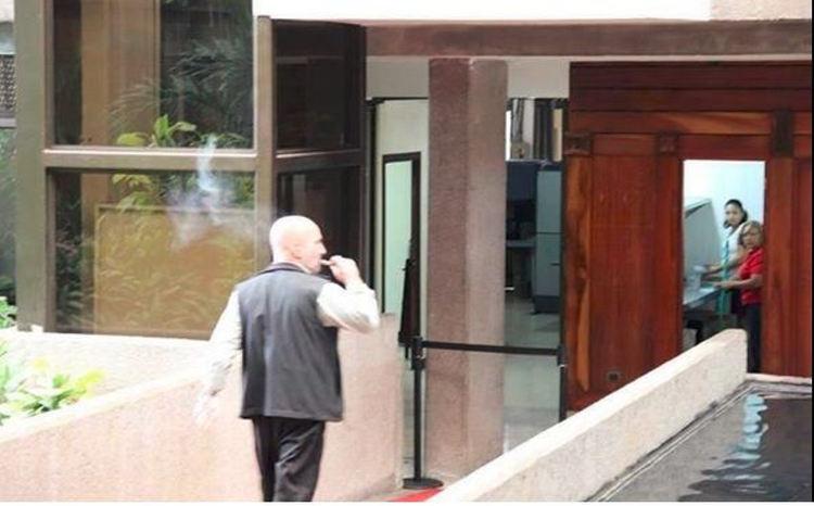 Figueres_fumando