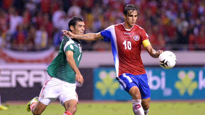 Mexico's Rafael Marquez (L) vies for the ball with Costa Rica's Bryan Ruiz during their Brazil 2014 FIFA World Cup Concacaf qualifier match at the Nacional stadium in San Jose, on October 15, 2013. AFP PHOTO / EZEQUIEL BECERRA