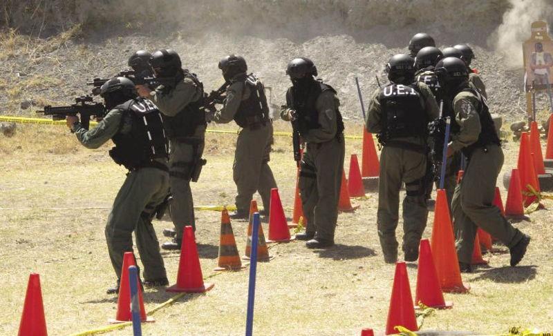 Unidad Especial de Intervención (UEI) during training exercises.
