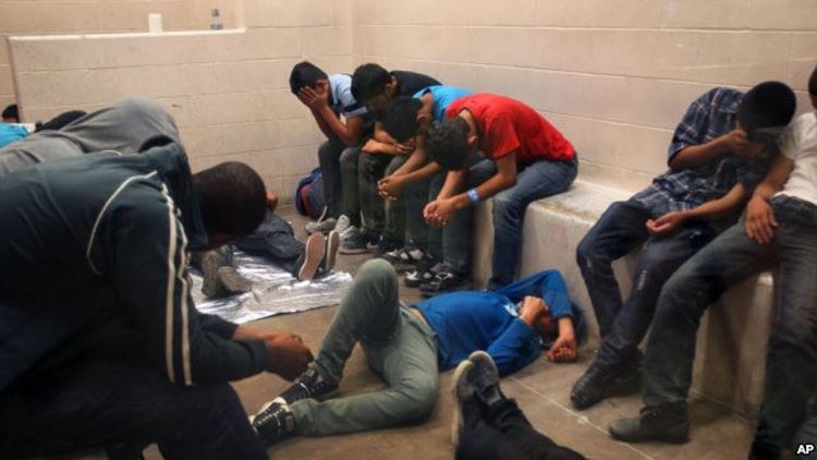Immigrants, who have been caught crossing the border illegally, are housed inside the McAllen Border Patrol Station in McAllen, Texas where they are processed, July 15, 2014. | Photo: Voice of America