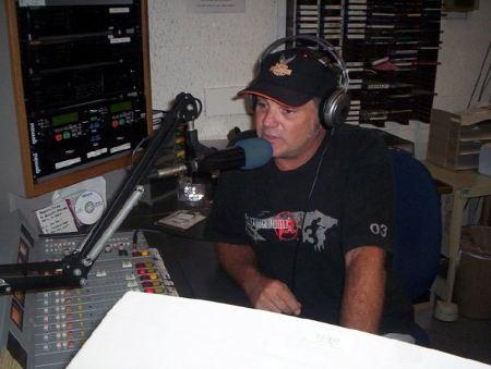 Steve Meno on air at Radio Pac Sur