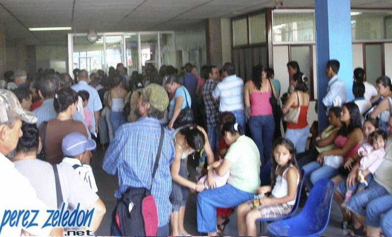 Long lines and long waiting periods are common at CCSS hospitals and clinics around the country. In the photo insured wait for services at the  Hospital Fernando Escalante Pradilla in Perez Zeledon.   Photo: perezzeledon.net