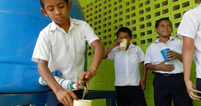 In Montenegro, kids drink water from tanks brought from Bagaces.Instituto Tecnologico de Costa Rica (TEC)