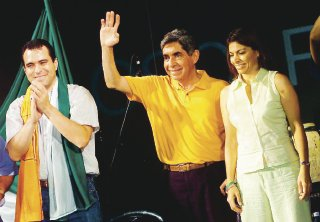 Casa (left) with Oscar Arias and Laura Chinchilla, in 2006.