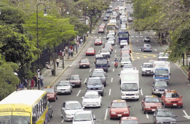 The daily traffic situation on Paseo Colón into downtown San José