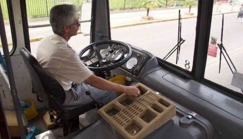 Bus drivers in Costa Rica typically use a foam cutout to keep present change for fares. | Photo: Costarica.com