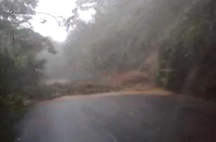 Photo posted on Facebook by one of the drivers trapped in between the landslides on Ruta 32 last night.