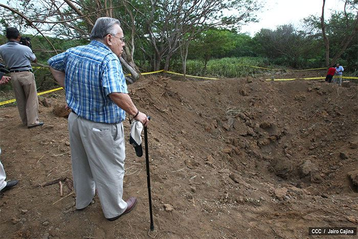 Nicaraguan scientist, Jaime Incer Barquero, visits the crater site.