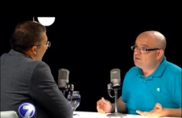Matteo Quintavalle (right) in his last public interview on Teletica's channel 7, with Edgar Silva.