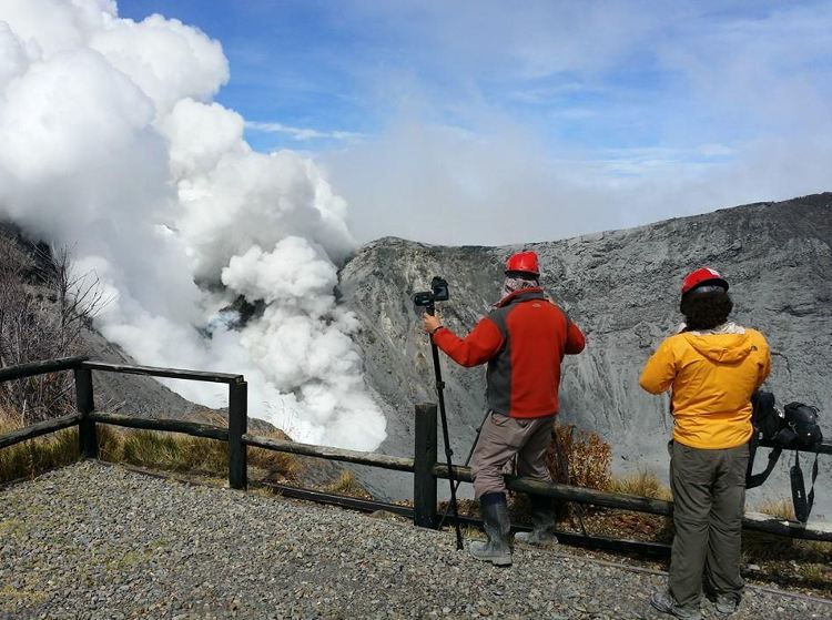 Vulcanologos-hacen-inspecciones-volcan-Turrialba_LNCIMA20141030_0098_1