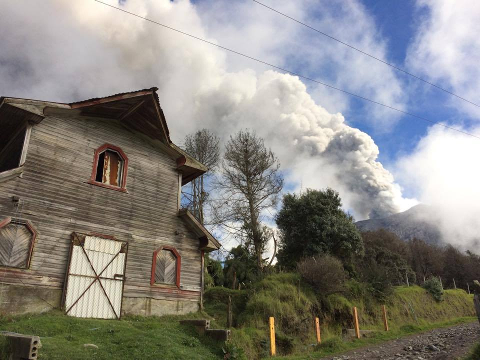 The Turrialba volcano and cloud of smoke and ash can be seen in the background in this photo by the RSN.