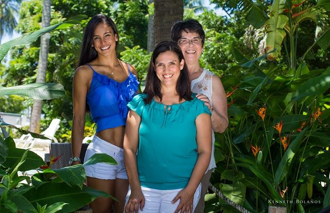 Lizeth Castro (centre) poses with Johanna Solano, Miss Costa Rica 2011 (left ) and Yenory, mother, grandmother and entrepreneur who has been diagnosed with cancer four times in her life.