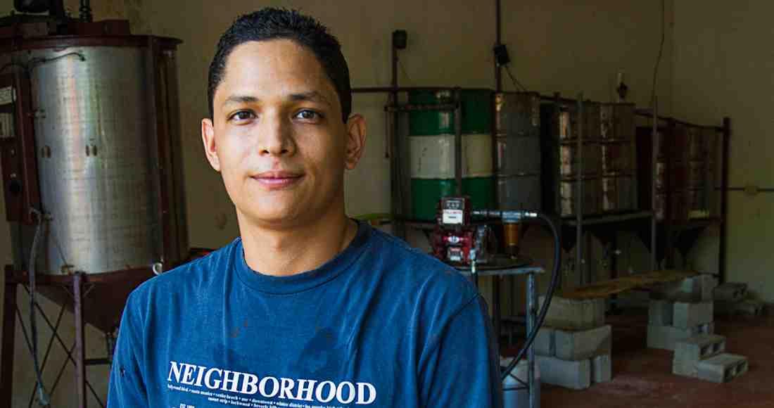 Nicoya Agronomist Sells Biodiesel Based on Kitchen Oil