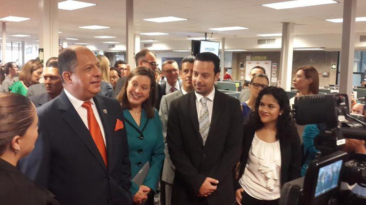 President Solís attend inauguration of the Amazon Vendor Support Center in Cos ta Rica. Photo: Crisitna Fallas