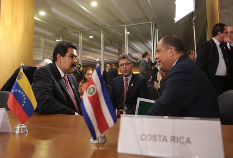 Presidents of Venezuela, Nicolas Maduro (left) and Costa Rica. Luis Guillermo Solis (right) met in Brasilia  in April 2014. Maduro congratulated Solís on his win. Photo: Radio Nacional de Venezuela