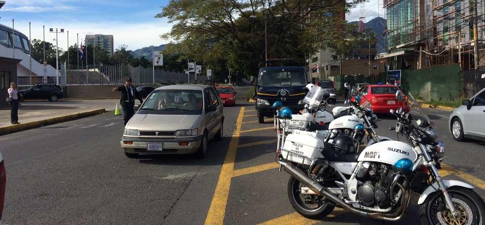 """Tránsito """"operativo"""" in La Sabana, Monday, 7:12am, 06 October 2014."""