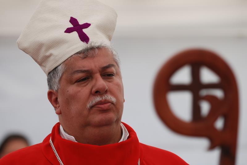 Melvin Jiménez, ministro de la Presidencia (Chief of Staff) in full dress as a Lutheran bishop.